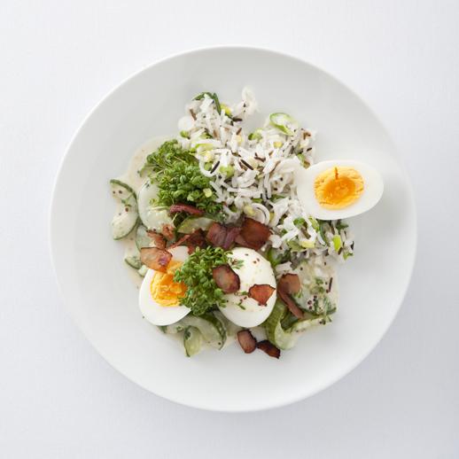Schmorgurke mit Eiern und Frühlingszwiebelreis