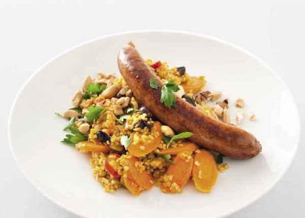 Bulgur-Curry mit Möhren, Nüssen und Merguez