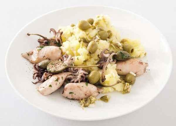 Gebratene Calamares auf Oliven-Kartoffelstampf