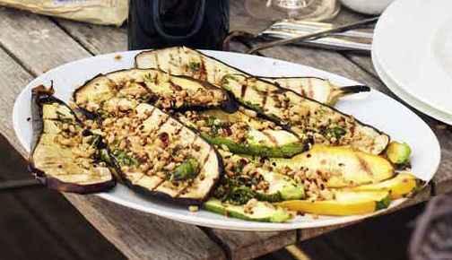 Gegrilltes Gemüse mit Pinienkern-Picada