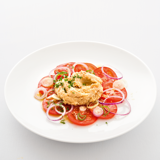 Hummus mit Tomaten-Zwiebelsalat