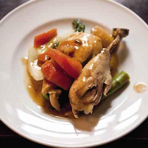 Huhn aus der Röhre mit Gemüse