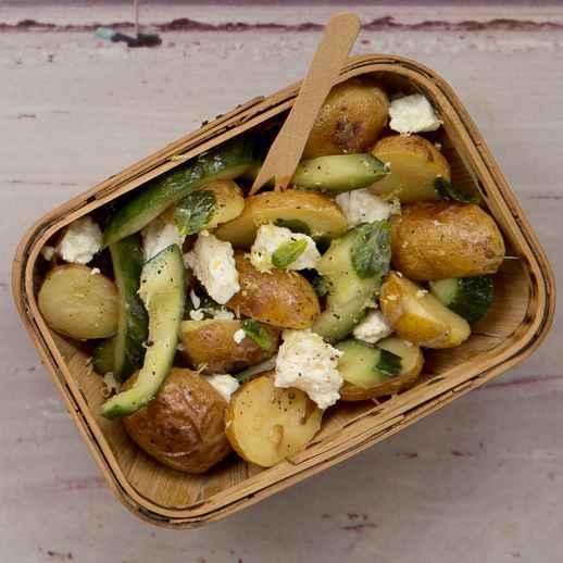 Ofenkartoffelsalat mit Schafskäse, Zitrone und Minze