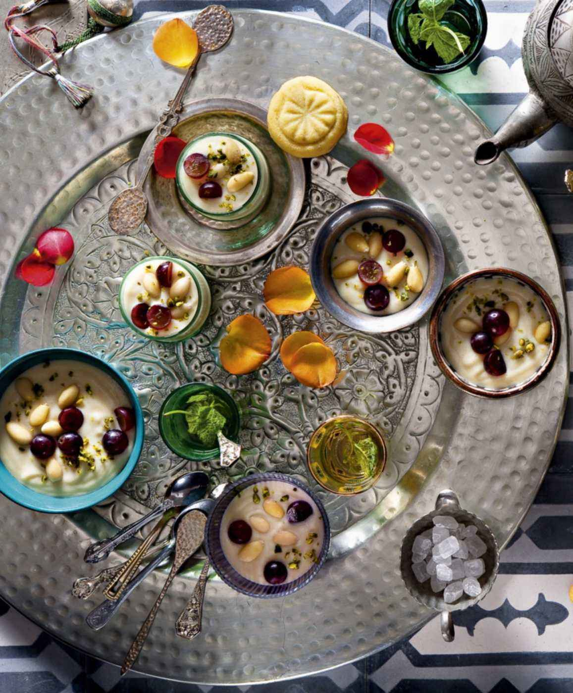 Mouhalabieh mit Mandeln und Trauben