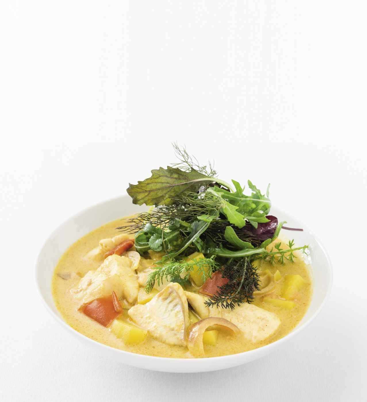 Go to Kartoffel-Fischcurry mit Kräutersalat