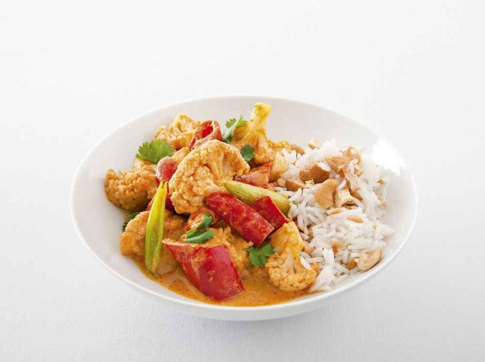 Rotes Blumenkohl-Paprika-Curry mit Frühlingszwiebeln