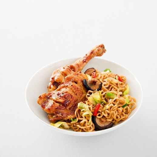 Asiatische Brühnudeln mit Teriyaki-Huhn