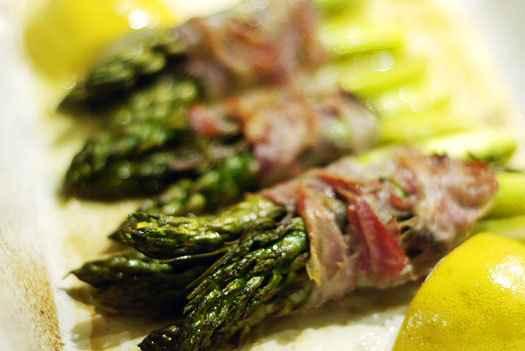 Grüner Spargel mit Pancetta