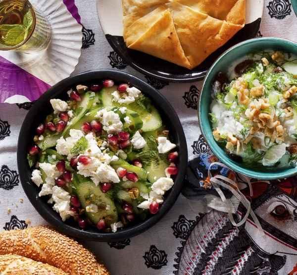Gurkensalat mit Minze, Feta und Granatapfel