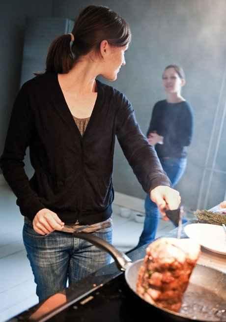 Die Küche von Julia und Andrea ist sehr groß und sehr aufgeräumt
