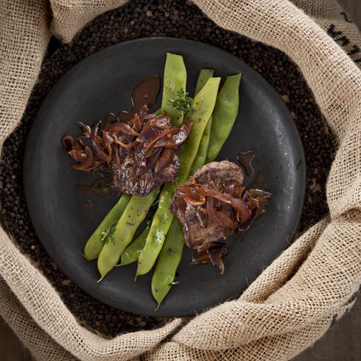 Lammrostbraten mit Kubebenpfeffer-Portweinsauce