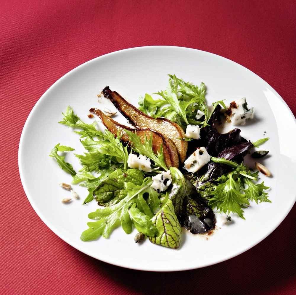 Salat mit karamellisierten Birnen