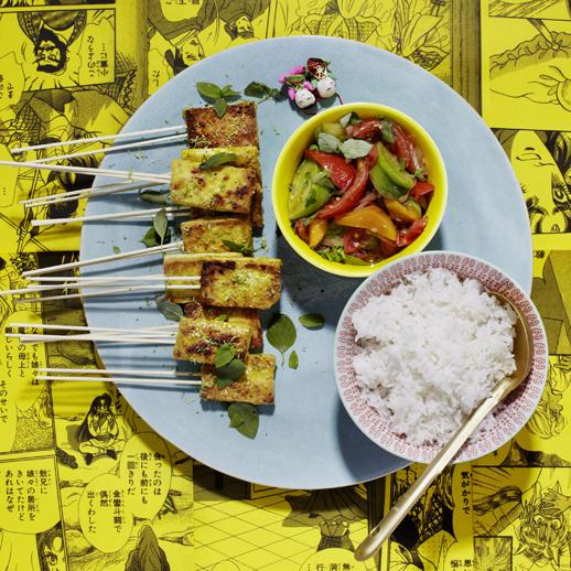 Gebratener Sesam-Curry-Tofu mit Tomaten-Mango-Spice